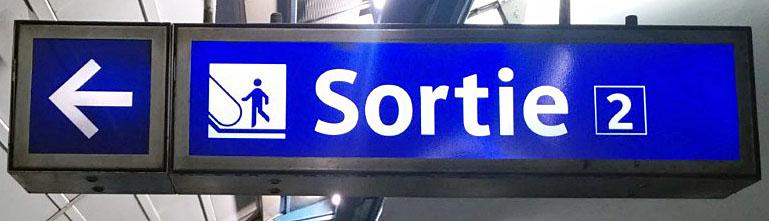 パリ 地下鉄 メトロ エスカレーターサイン